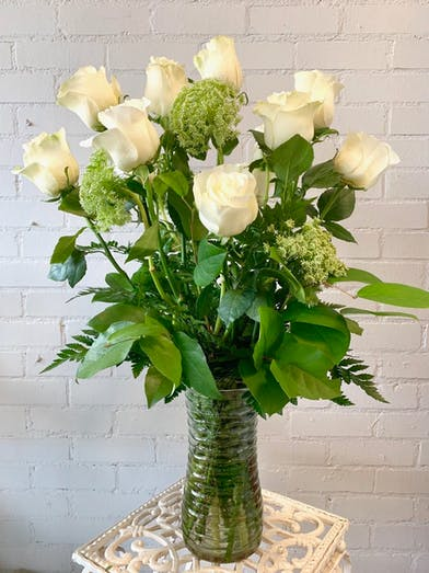 One dozen of the finest Ecuadorian roses carefully hand selected and arranged in it's natural beauty. Glass vase included.